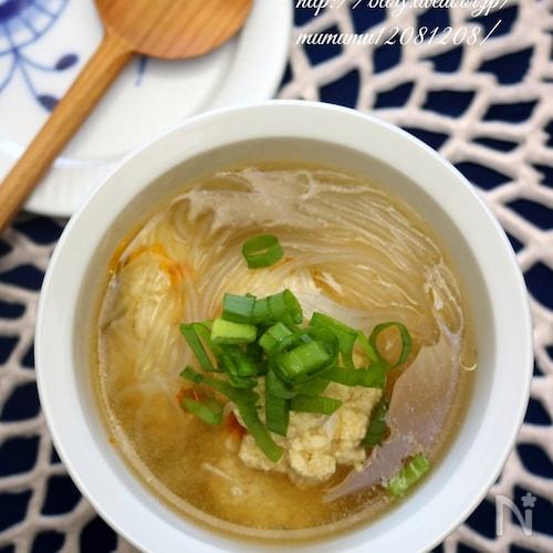 豆腐団子と春雨の中華スープ。