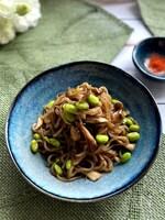 糸こんにゃくと舞茸のすき焼き風炒め煮