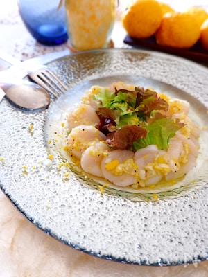 ホタテと柚子の香りカルパッチョ