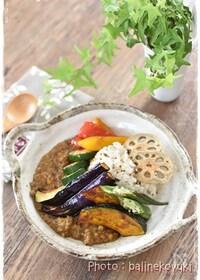 『素揚げ野菜の彩りトッピングキーマカレー』