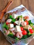むき海老とブロッコリーとカマンベールチーズのサラダ