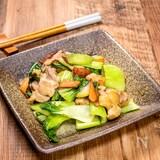 鶏肉と青梗菜の炒め物