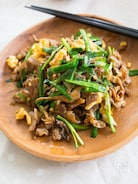 豚肉と舞茸の甘辛ニラ玉炒め