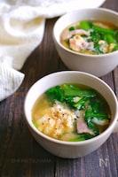 小松菜とベーコンと卵のコンソメ味噌汁