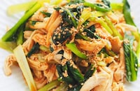 レンチン&ボリューム満点『鶏と小松菜の韓国風おかずサラダ』