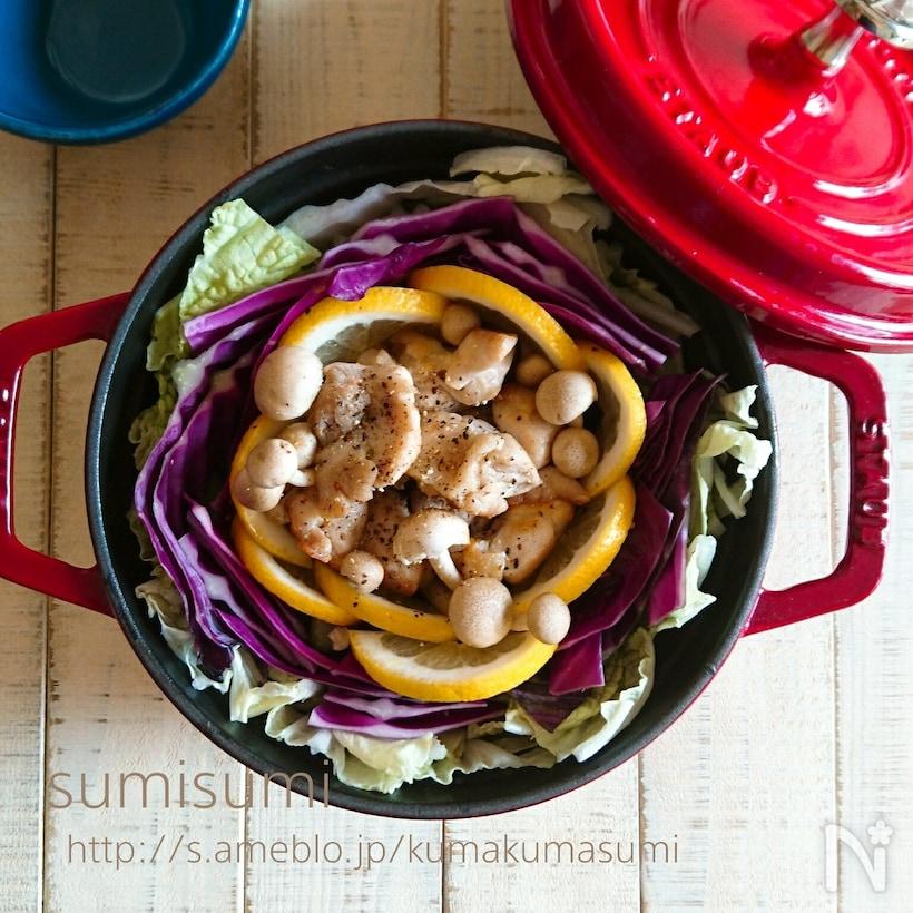 お鍋に入ったナンプラーのエスニック鍋