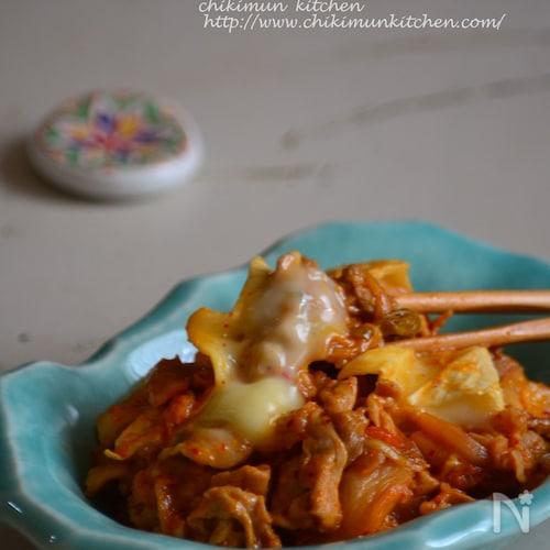 とろ~りカマンベール入り半熟卵の豚キムチ