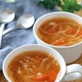 さっぱり美味しい♡トマトとオニオンのシンプルコンソメスープ