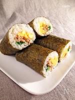 変わり種 恵方巻き☆しっとり鶏むね肉と甘い炒り卵に豆苗
