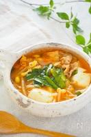 夏こそ食べたい!旨辛☆豚肉ともやしと豆腐のキムチスープ