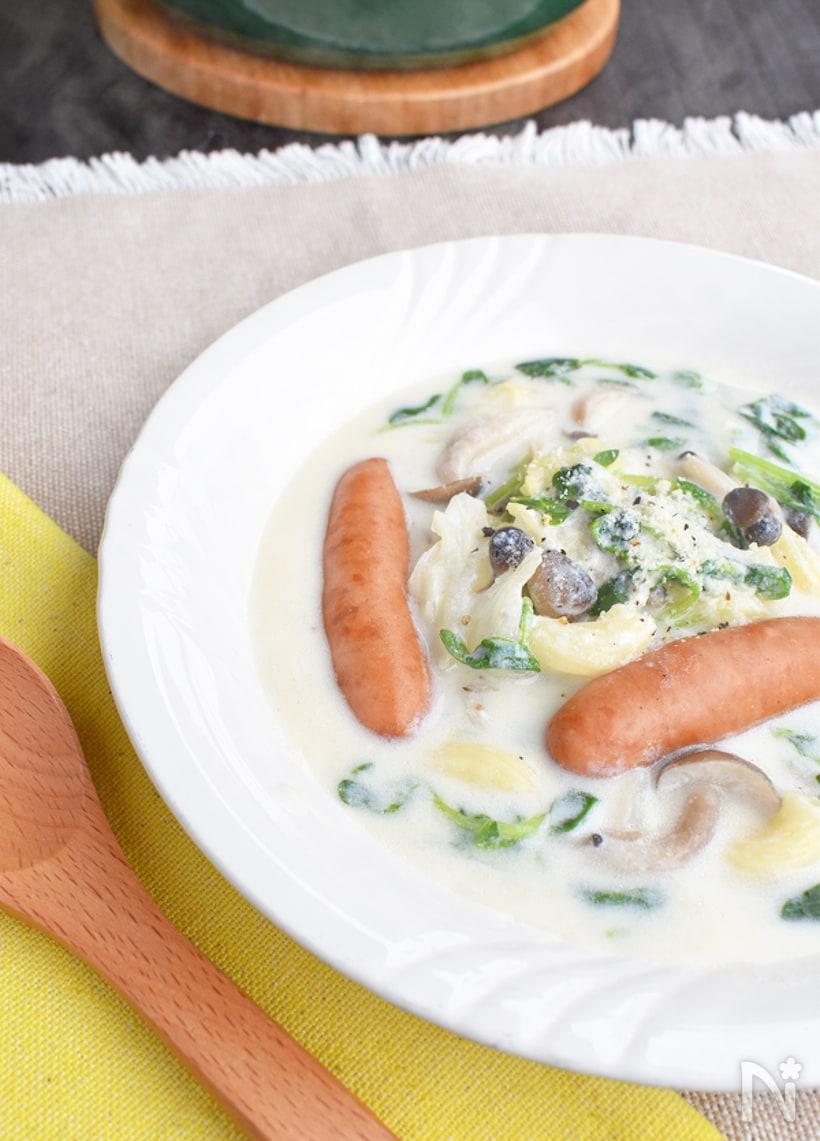 器に盛り付けた豆乳スープ