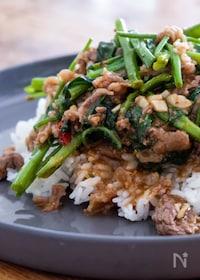 『沙茶牛肉と空芯菜のあんかけご飯』