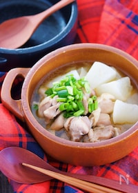 『煮込みは10分♪汁まで飲み干す♪『鶏大根のうまだしスープ煮』』