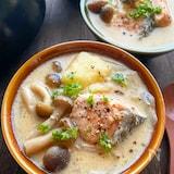 鮭とじゃがいもきのこの豆乳味噌スープ
