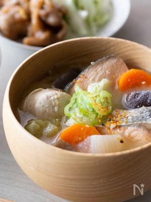 鮭とたっぷり野菜のお味噌汁♪白子入り