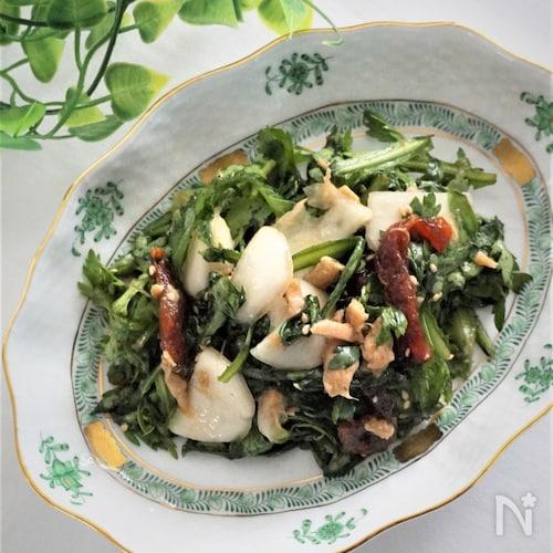 春菊と蕪と干し柿のえごま油サラダ
