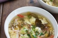 もずく酢で簡単!『もずくとカニカマのふんわり卵スープ』