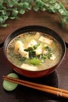 小松菜と厚揚げのお味噌汁 ごま風味