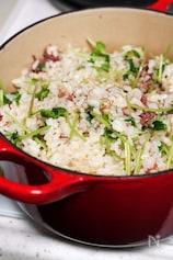 豆苗とコンビーフの炊き込みご飯