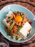 焼豚とアボカドのスタミナ豆腐