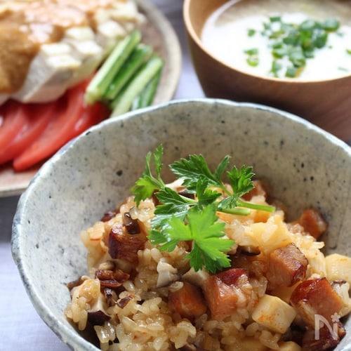 土鍋でピリ辛中華おこわ風炊き込みご飯