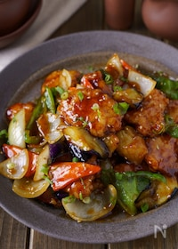 『【ご飯に乗せたい】柔らか胸肉と彩り野菜の黒酢あん酢鶏』