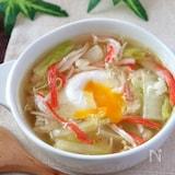 半熟とり〜り♡白菜カニカマと落とし卵のコンソメスープ