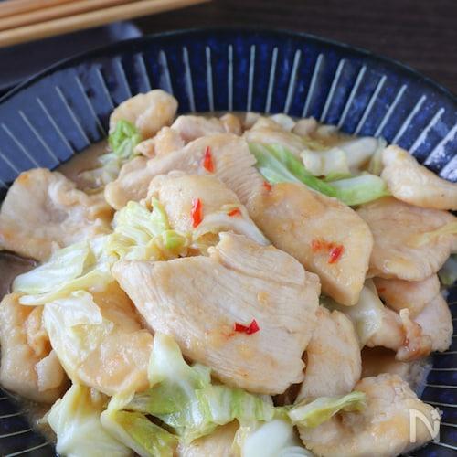 ご飯が止まらない♪柔らか鶏むね肉とキャベツのピリ辛味噌炒め