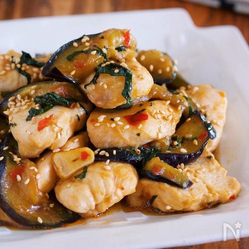 ご飯がすすむ♪『鶏むね肉となすの台湾風♡ピリ辛スタミナ蒸し』