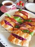 紫キャベツと厚切りベーコンのバゲットサンド