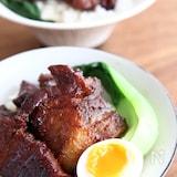 お肉がジューシー!魯肉飯(豚の角煮丼)
