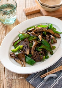 『舞茸とピーマンのオイスターソース炒め。簡単!野菜の副菜♪』