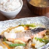 【フライパン調理】ホイル蒸しで簡単!鮭のちゃんちゃん焼き