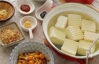「え、今日も湯豆腐?」なんて言わせない! 食べ応え満点湯豆腐レシピ