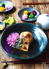 『鯖と味噌焼きおにぎりのだしかけご飯』
