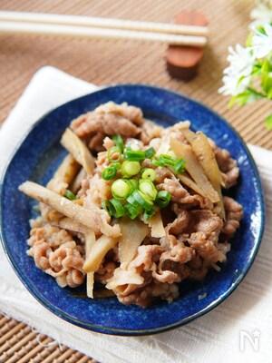 味が染みてご飯に合う!牛肉とごぼうの牛丼風煮込み