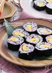 『夜食にもぴったり♡ゆかり酢飯とめんマヨたまごの太巻き♡』