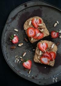 『苺とピーナッツバターのトースト』