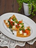 生ハムベビーチーズとトマトマリネの揚げワンタン添え