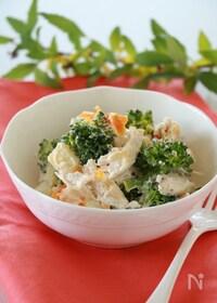 『蒸し鶏とブロッコリーのカッテージサラダ』