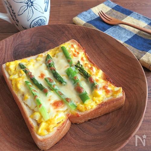 朝食に♪マヨ卵アスパラトースト