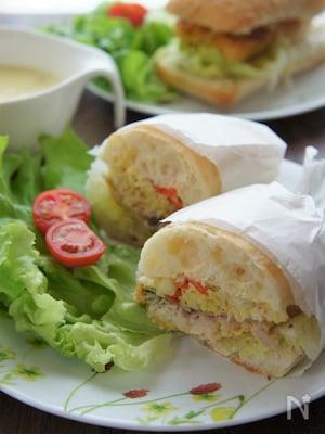 カレー風味のサバフリッターサンドイッチ(さばサンド)