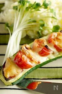 サラミとトマトのズッキーニボート《シンプルが美味しい》