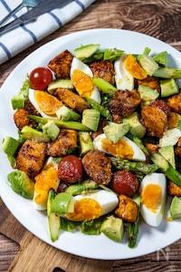 体が喜ぶデリ風パワーサラダ『タンドリーチキンと卵のサラダ』