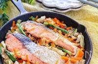 ピリ辛でご飯がすすむ♡『鮭のキムチちゃんちゃん焼き』