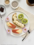 リンゴとバナナとキウイのフルーツプレート