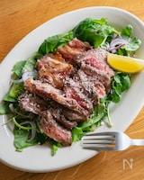 牛バラ肉のステーキ サラダ仕立て