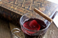 秋の夜長に贅沢気分♪お安いワインでもできる「ホットワイン」でほっと一息。