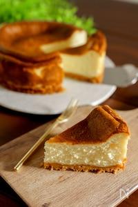 ミキサーで混ぜるだけ!ベイクドチーズケーキ
