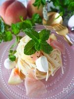 甘味塩味うま味のバランス絶妙*桃と生ハム、チーズの冷製パスタ